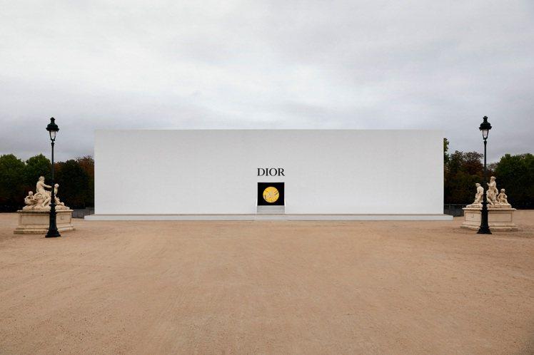 DIOR在巴黎協和廣場發表2021春夏季作品。圖/DIOR提供