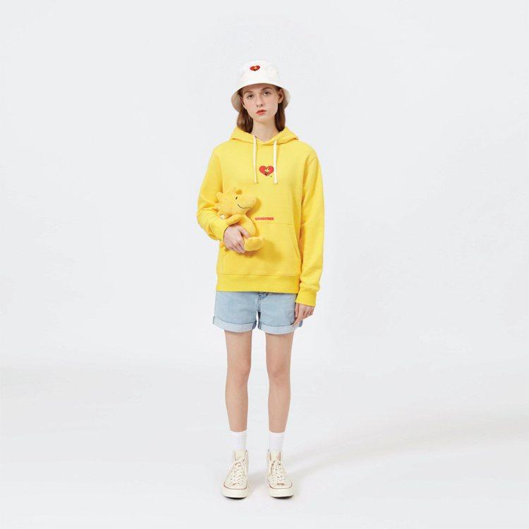 :CHOCOOLATE x SNOOPY聯名系列連帽上衣2,259元。圖/I.T...