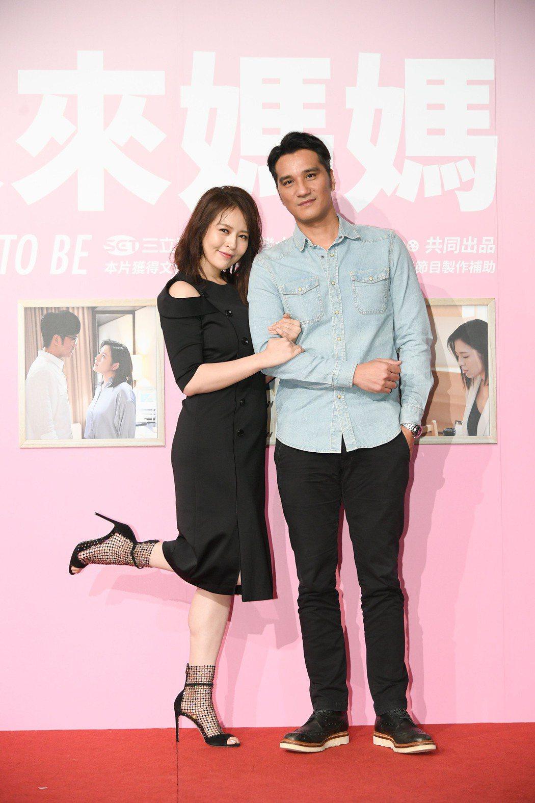 劉品言(左)與馬志翔合作三立新戲「未來媽媽」。圖/三立提供