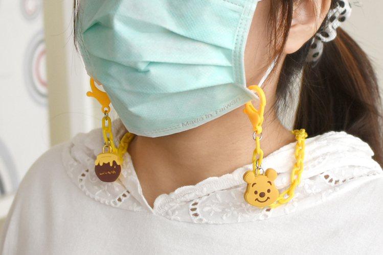 7-ELEVEN將於10月13日起獨家限定開賣7款「迪士尼口罩鍊」,方便隨身攜帶...