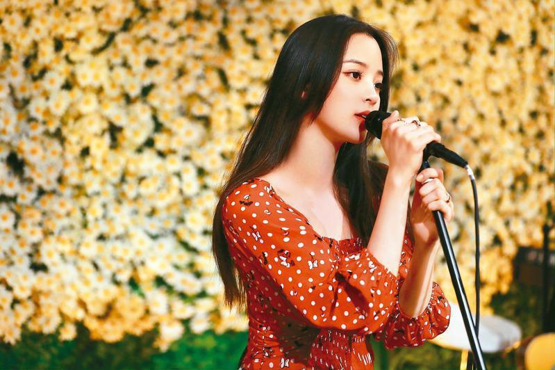 藝人歐陽娜娜今晚將在中共「十一」晚會開唱。圖/取自微博