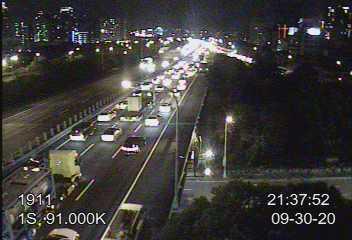 國道1號南下自湖口至頭份車多壅塞,新竹段車速更低於20公里。圖/翻攝自高公局網站