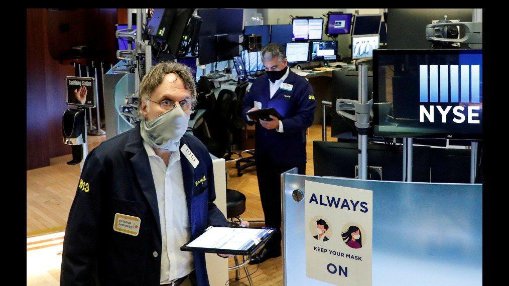 美股30日早盤開高,但9月股市將邁向今年3月以來首次轉跌的月份。路透
