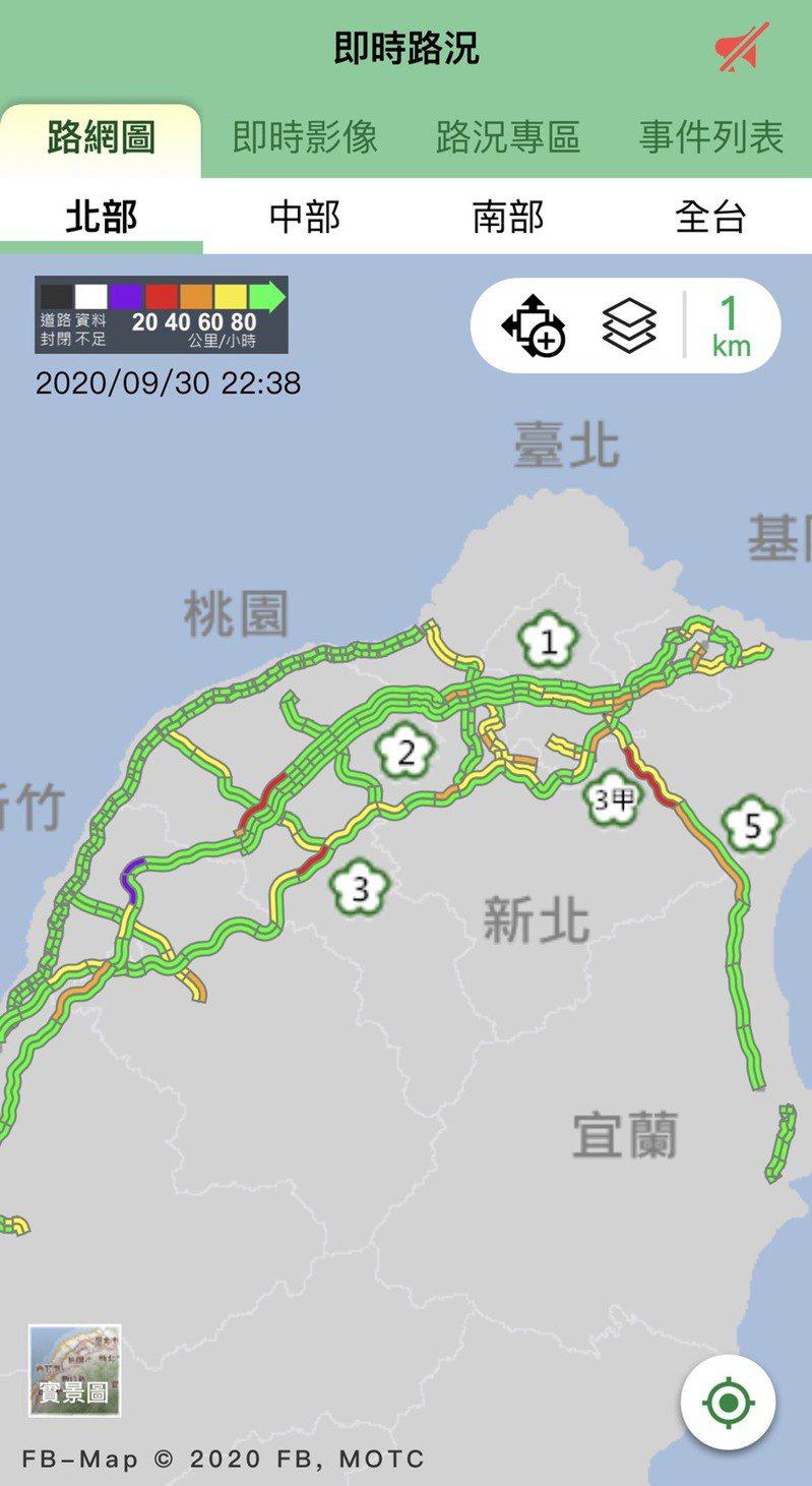 國五南向石碇到坪林行控段已出現「紅通通」一片,車速僅35公里。圖/擷取自1968App