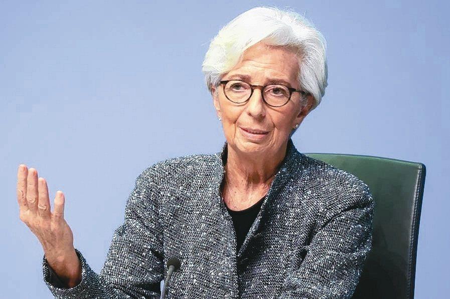 繼美國聯準會後,歐洲央行總裁拉加德也在考慮讓通膨超標。(路透)