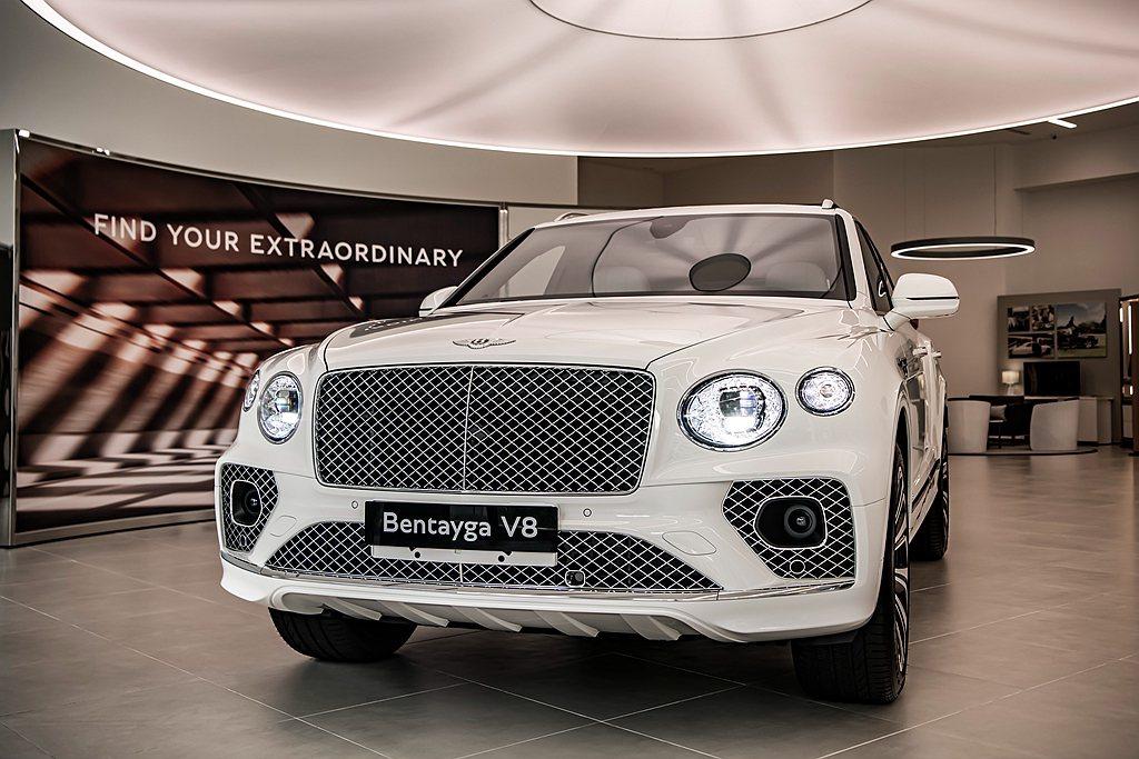 才在今年7月全球首發的小改款Bentley Bentayga,現在已經抵台亮相並...