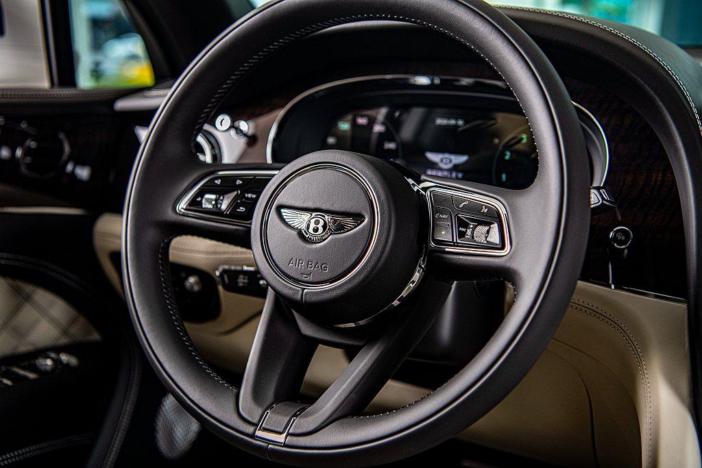 駕駛儀錶顯示幕採用和Bentley Continental GT同樣設計,透過車...