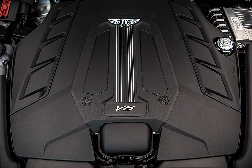 Bentley Bentayga動力搭載4.0L V8雙渦輪引擎,提供550ps...