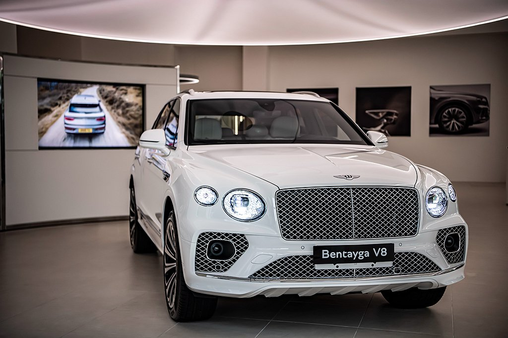 小改款Bentley Bentayga作為品牌「Beyond 100」策略一環的...