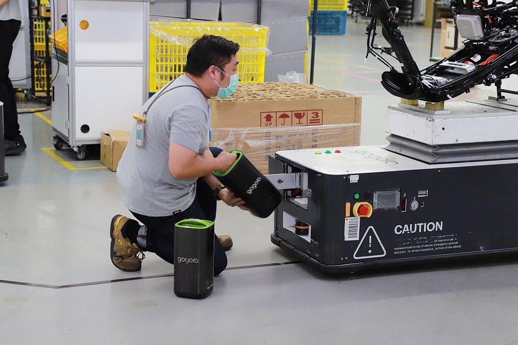 每輛AGV無人自動搬運車均採用Gogoro智慧電池提供電力,無須額外牽引電力設施...