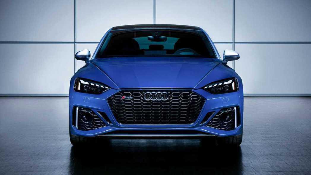 引擎蓋與水箱罩間增加三氣孔設定,致敬1984年的經典Audi Sport qua...