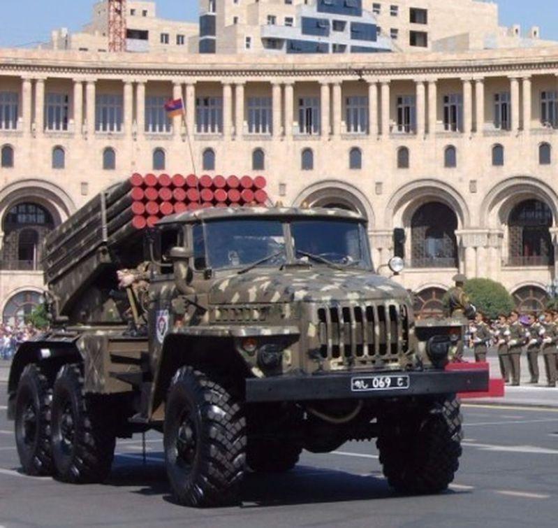 亞美尼亞戰略砲兵部隊日前公開圖片,所裝備的是中製遠程火箭炮。(取材自AK軍事網)