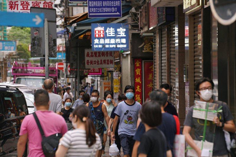 香港官方今天公布,截至今天凌晨0時,新增10例新冠肺炎確診。圖/路透社