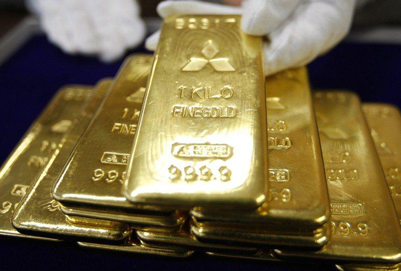 黃金價格昨進一步下挫,料將寫下近四年來單月最大跌幅。(路透)