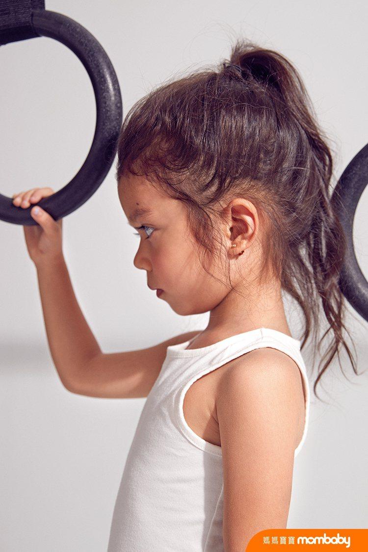 Nika現在也對韻律體操很有興趣。圖/媽媽寶寶提供