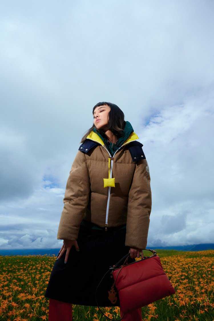 KOL李函Kiwi詮釋最新「1 Moncler JW Anderson」系列服裝...