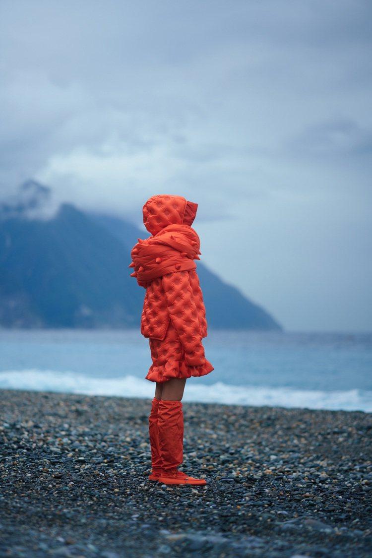 KOL李函Kiwi穿著「1 Moncler JW Anderson」系列服裝,亮...