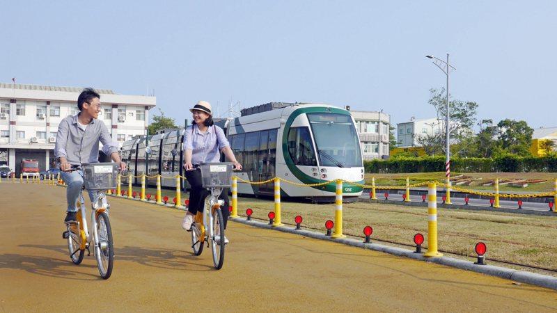 高雄YouBike 2.0公共自行車系統7月起正式營運,原定9月30日截止的前30分鐘免費騎乘優惠,市府宣布將再延長半年至明年3月31日。圖/高雄市交通局提供