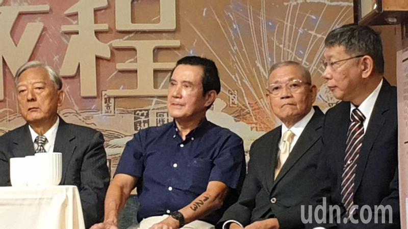 前台北市長馬英九(右三)致詞時不提自己政績,反稱讚過去建設北市的先人。記者胡瑞玲/攝影