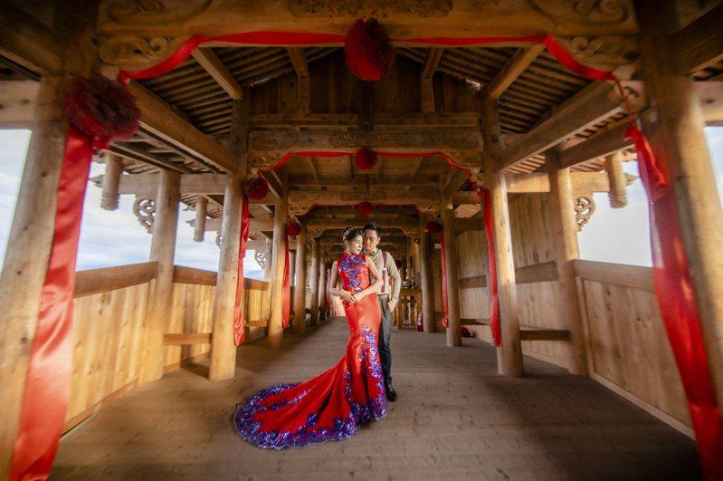 集集鎮長陳紀衡將與另一半參加今年10月的南投縣集團結婚。圖/陳紀衡提供