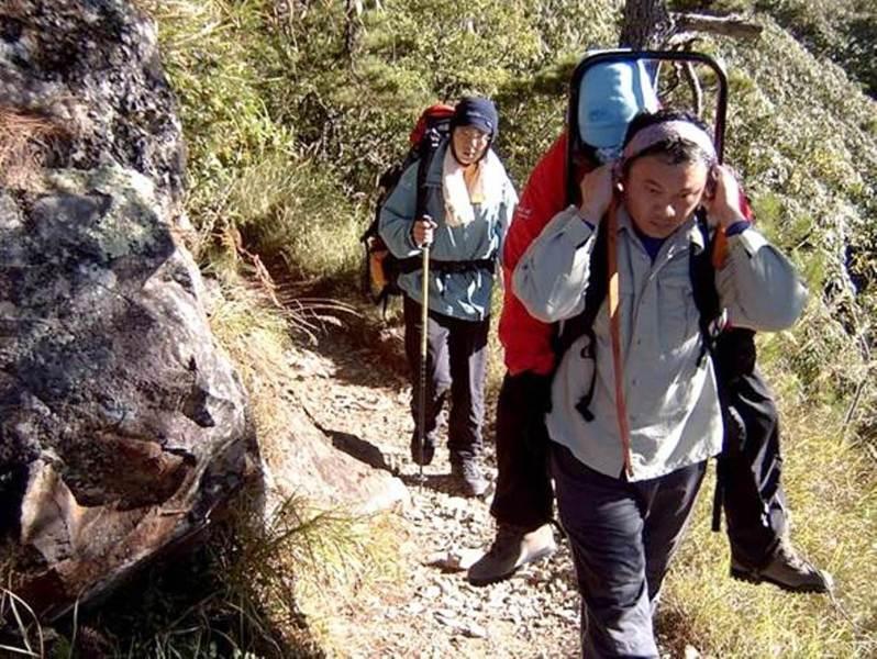 一般遊客來到高海拔的山區,要注意做好高度及體能適應,否則極易發生急性高山症。圖/玉管處提供