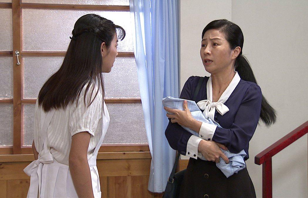 方文琳(右)劇中顧孫心力交瘁。圖/台視提供