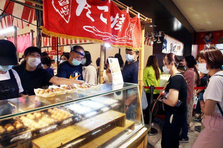 無法出國,讓新光三越日本展業績大幅成長7成。記者林俊良/攝影