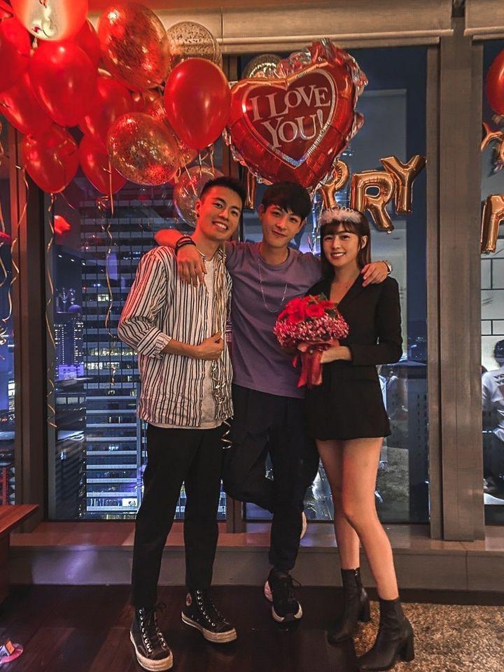 晨翔(中)是簡廷芮與賴先生的媒人。圖/摘自臉書