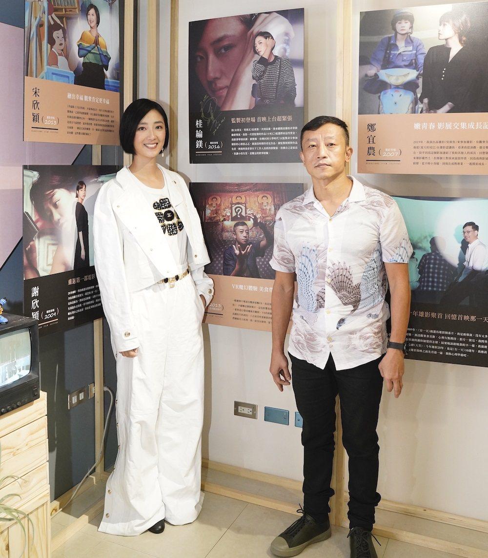 桂綸鎂(左)和「女朋友。男朋友」導演楊雅喆出席高雄電影節20周年特別企畫活動。圖...