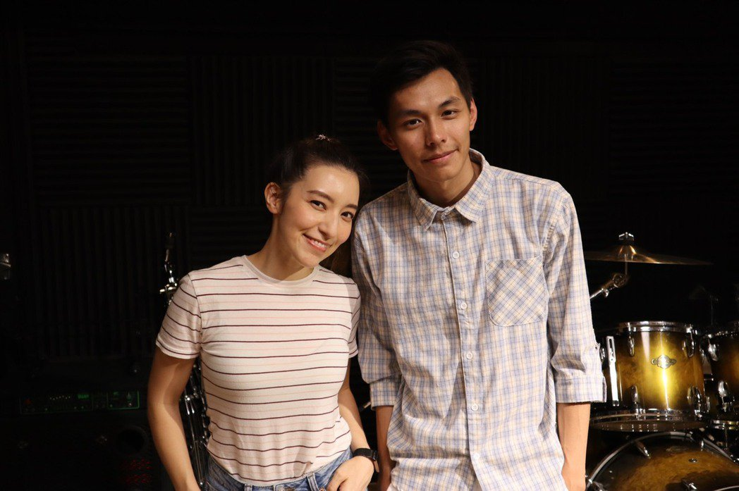 YouTuber謝秉鈞(右)新歌「拖延症」邀來Lara合作。圖/星火映畫提供