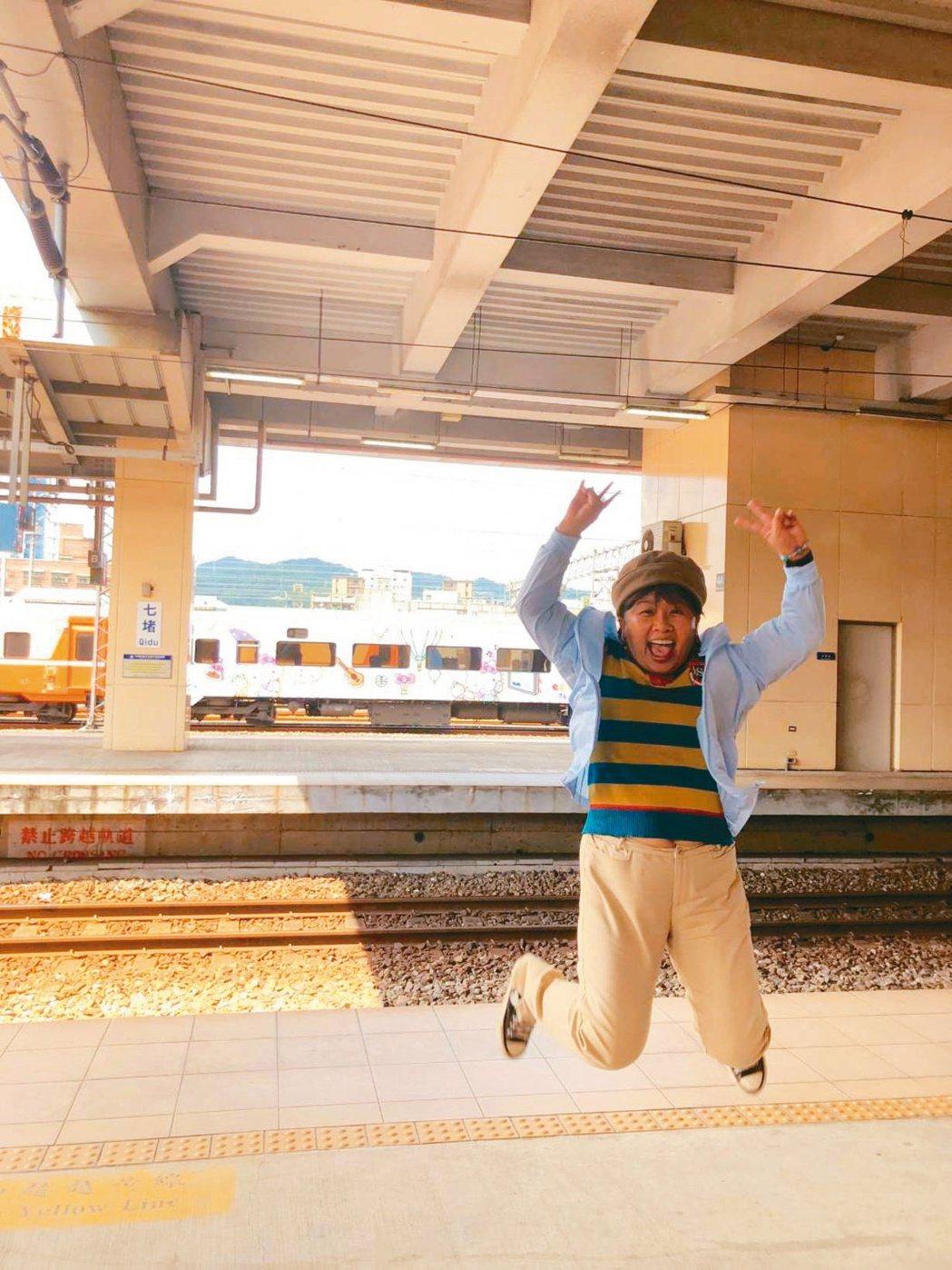 在治療中,我享受每一段旅行,在旅行中最喜歡拍跳躍的照片,讓大家看到活力充沛的我。...