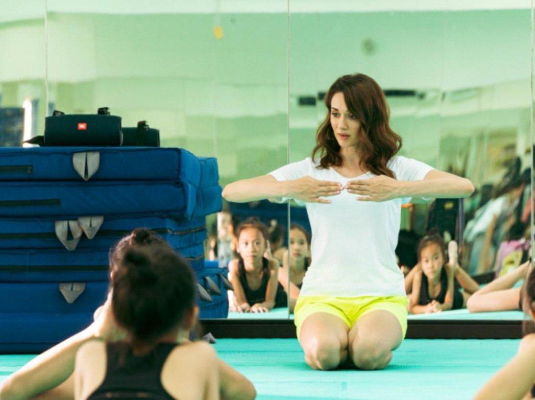 瑞莎近兩年來無酬指導台灣韻律體操選手。圖/瑞星韻律體操協會提供