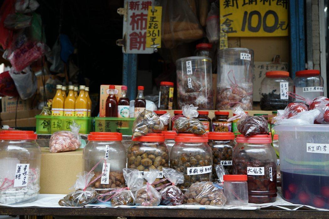 新竹的新埔第一市場外,第一個攤位,就聞起來令人捨不得再往前。 圖/盧怡安攝影