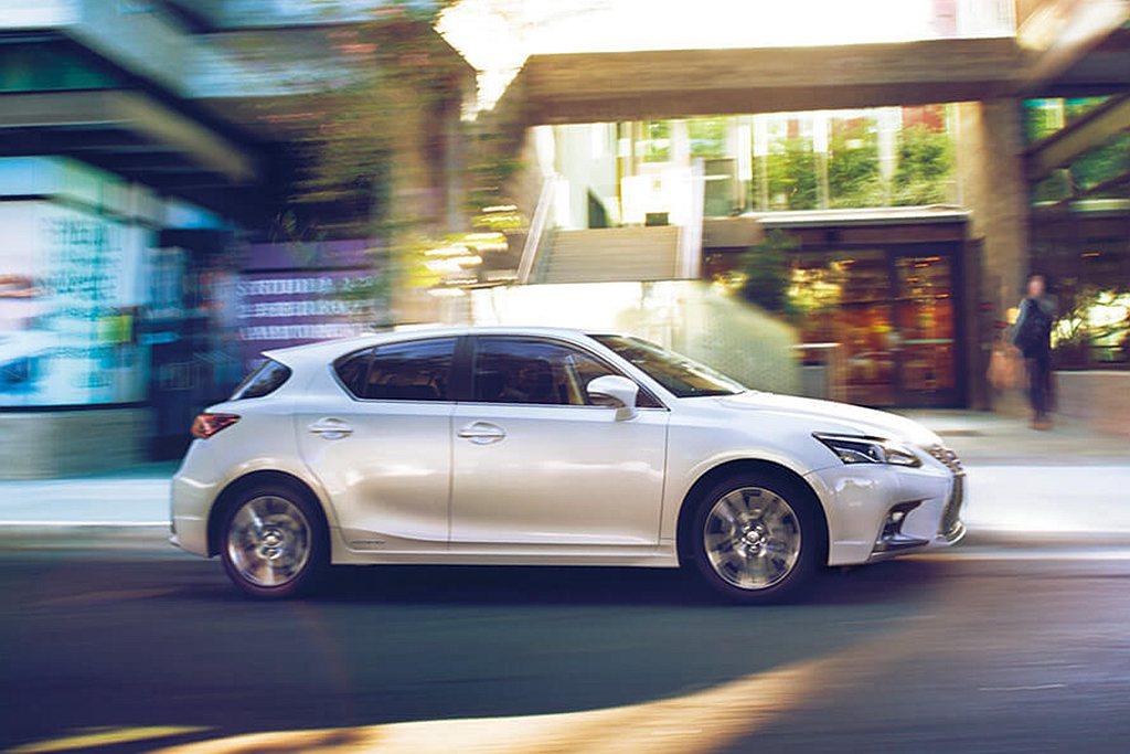 Lexus CT200h動力依舊搭載1.8L汽油引擎搭配電動馬達的Hybrid複...
