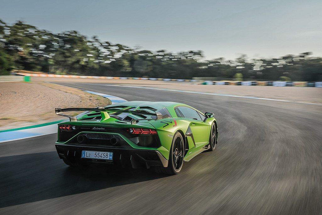 Lamborghini Aventador SVJ於德國Nurburgring ...