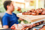 烤肉吃太多,小心「腸躁症」上身! 家醫科醫師推1類水果,增加飽足感、助消化