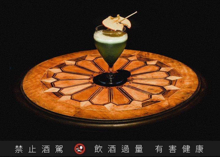 「小城外。隱城」帶來的期間限定特調,使用了靜岡抹茶、蘋果白蘭地與赤小豆為成分。圖...