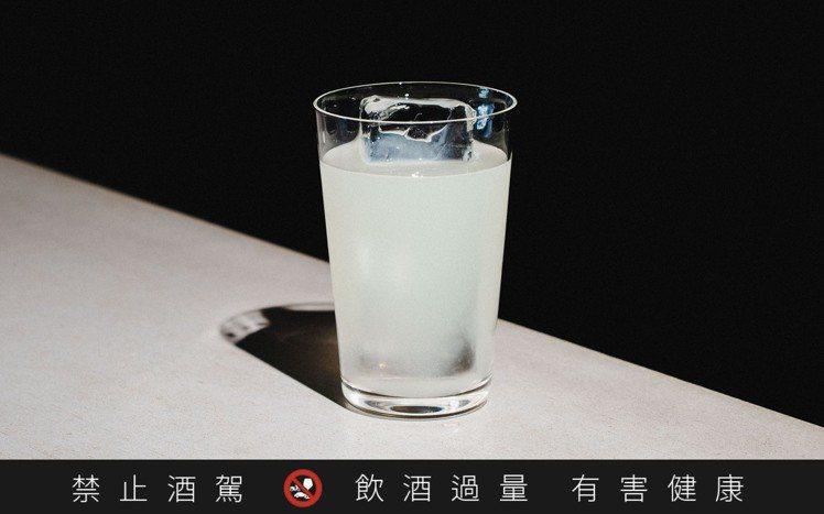 「無向」特調的「Grain」,使用部落製造的小米酒,搭配麝香白蘭地,簡單、容易理...