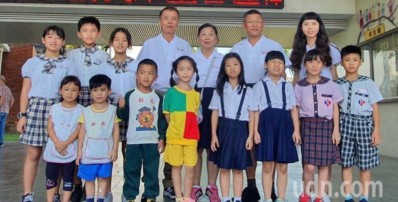 台南市新南國小邁入第69年,正遴選傑出校友,榮耀喜悅。記者鄭惠仁/攝影