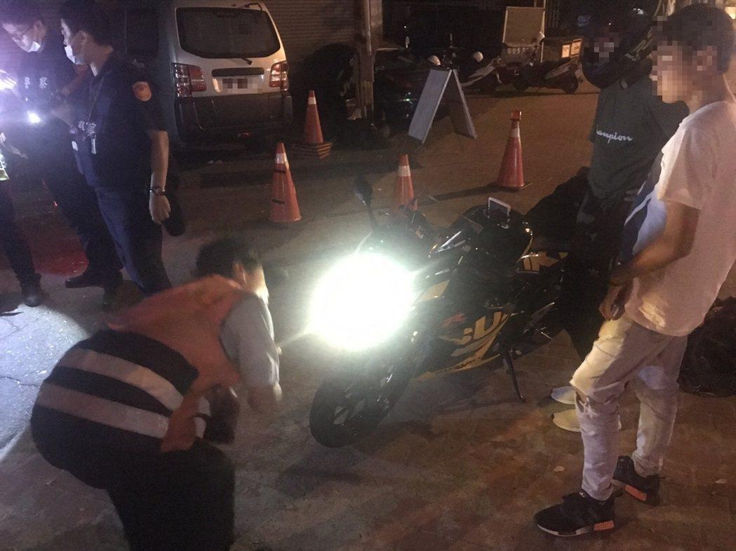 台中市警局霧峰分局9月20日晚間在大里區國光路一段實施環警監攔檢,有8輛機車噪音...