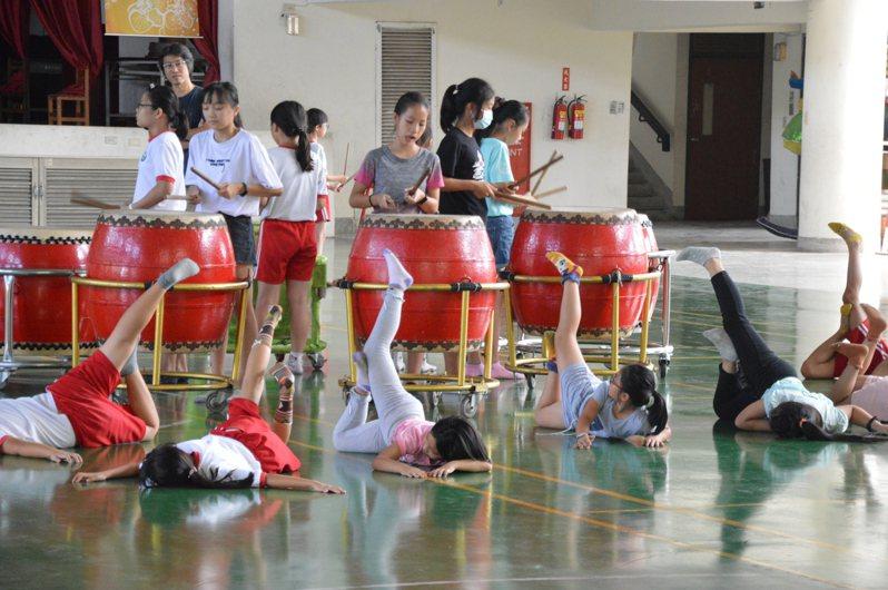 泰安國小手鼓舞蹈隊已成立超過15年,經常接受各單位及團體邀約,參與各項活動比賽,尤其每年在全國學生舞蹈比賽中都能獲得優等佳績。圖/台中市泰安國小提供