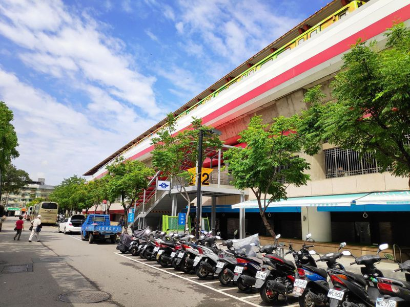 捷運新北投站增設第2出入口,10月5日開放啟用。圖/北市捷運局提供