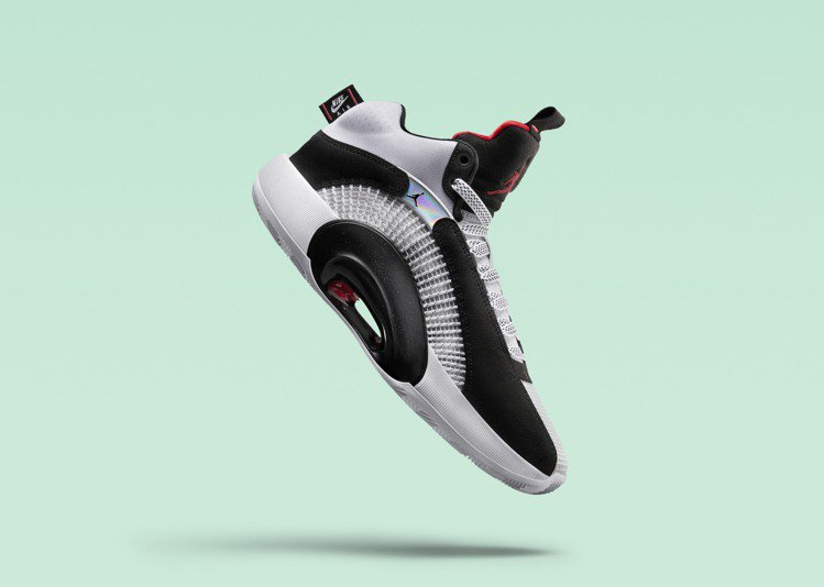Air Jordan XXXV DNA鞋向Air Jordan V經典的Fire...