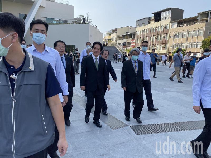 副總統賴清德(中)建議台南市政府可組專案小組規畫保留「哈赫納爾森林」。記者鄭維真/攝影