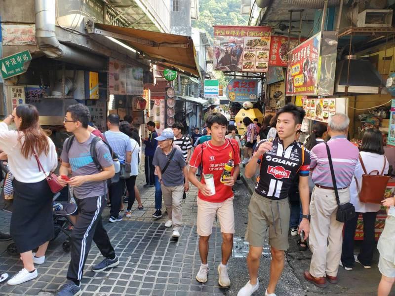 許多民眾趁著假期好天氣到平溪老街。圖/民眾提供