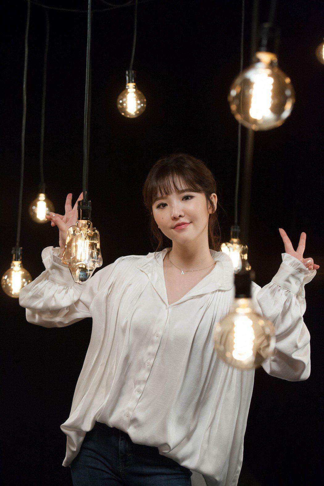 王欣晨在1天內連拍「兩人」和「謝謝你在我身旁」MV,展現女力。圖/歆動音樂提供