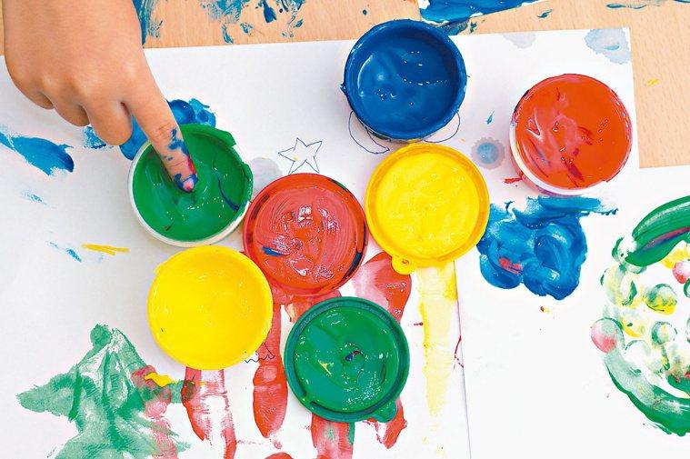 運用想像力、創造力和轉念,讓陪伴失智者成為一趟奇幻旅程。圖╱123RF