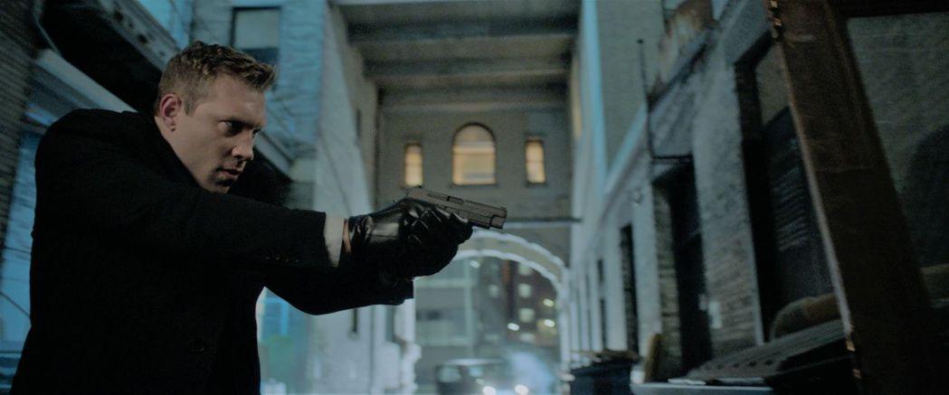 「倒數反擊」中的邪惡探員,害主角被追殺。圖/威視提供