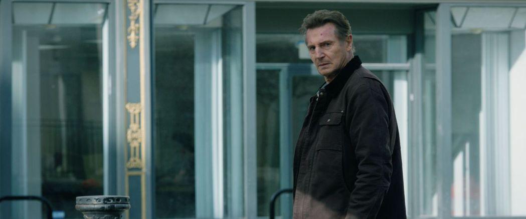 連恩尼遜最新動作片「倒數反擊」,被期待重振票房雄風。圖/威視提供