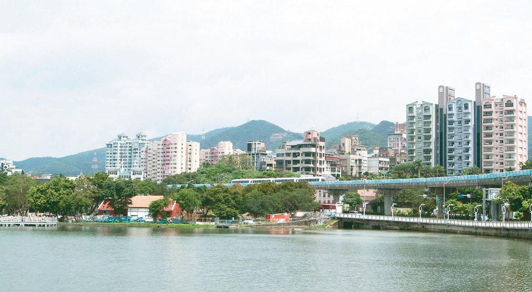 台北市內湖區的知名景點「大湖公園」是當地有名的生活圈,依山傍水卻交通便利,具有「...